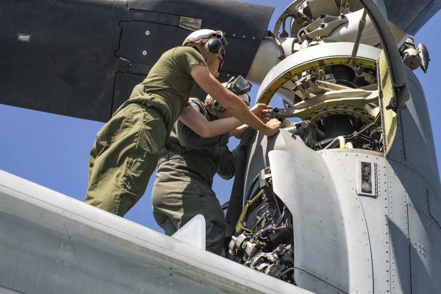 Marines with VMM-262 conduct maintenance during KAMANDAG 3